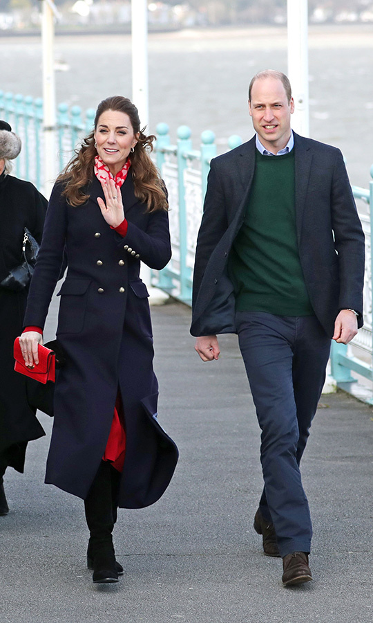 The couple were all smiles as they arrived at the lifeboat station, and they'd even done Wales a huge honour by dressing in the colours of its flag by wearing red and green!