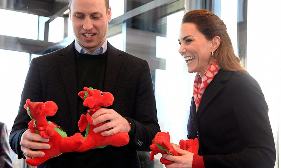 So sweet! While leaving Tata Steel, the couple received some red dragon toys, which they'll hopefully give to <strong><a href=/tags/0/prince-george>Prince George</a></strong>, <strong><a href=/tags/0/princess-charlotte>Princess Charlotte</a></strong> and <Strong><a href=/tags/0/prince-louis>Prince Louis</a></strong>!