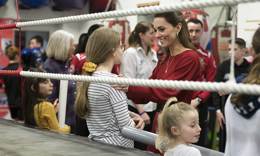 Kate also took some time to chat to the children there, and seems to have really related to this girl. 