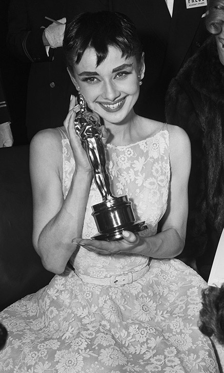 A giddy <strong>Audrey Hepburn</strong> poses with her Academy Award for Best Actress for her role in <em>Roman Holiday</em> at the 1954 Oscars. <p>Photo: &copy; Bettmann