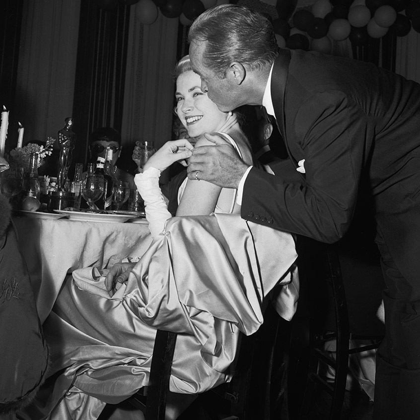 At the 1955 Oscars, master of ceremonies <strong>Bob Hope</strong> kissed Best Actress winner <strong>Grace Kelly</strong>. She scored the prize for <em>The Country Girl</em>. <p>Photo: &copy; Bettmann