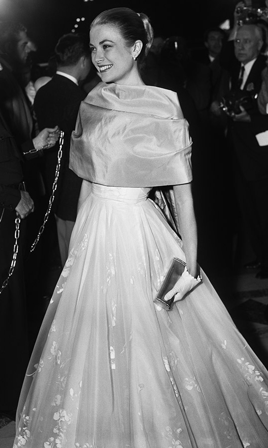 <strong>Grace Kelly</strong> had an elegant arrival at the 28th Annual Academy Awards in 1956. It was her final appearance before leaving Hollywood to marry <strong>Prince Rainier</strong> of Monaco. She had the honour of presenting the Best Actor award at the ceremony, after she won in the Best Actress category the year prior. <p>Photo: &copy; Bettmann
