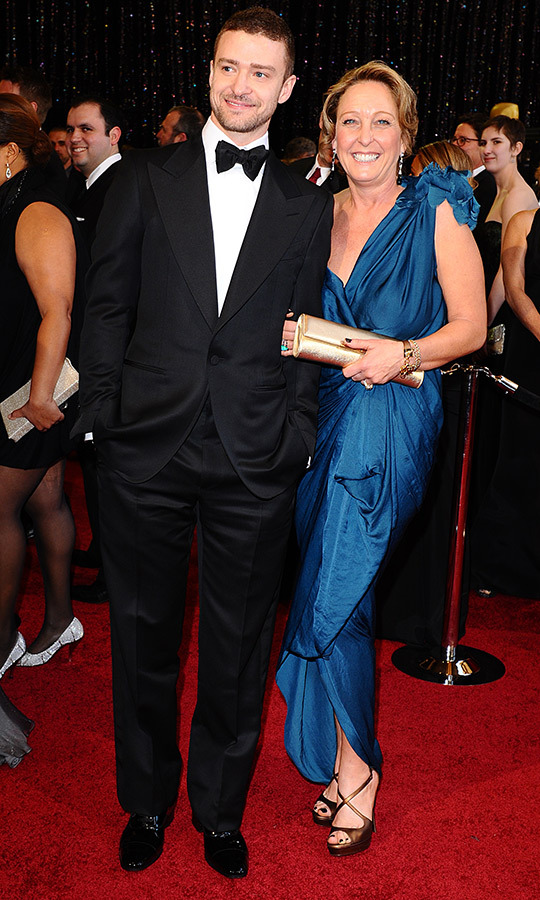 <strong><a href=/tags/0/justin-timberlake>Justin Timberlake</a></strong>'s mom, <strong>Lynn Bomar Harless</strong>, was so proud of her son at the Oscars in 2011!
