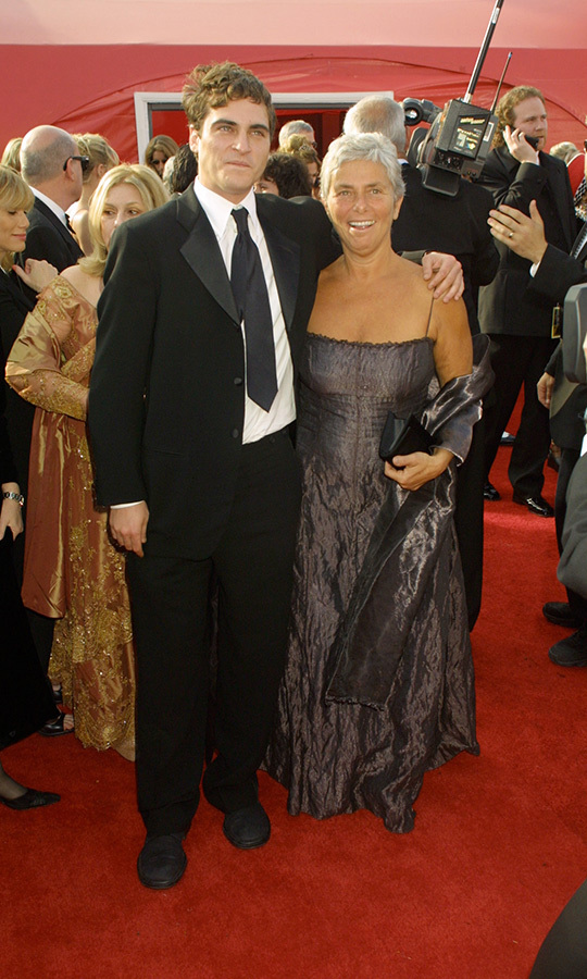 So sweet! In 2001, when he was up for Best Supporting Actor for <i>Gladiator</i>, <strong><a href=/tags/0/joaquin-phoenix>Joaquin Phoenix</a></strong> brought his mom, <strong>Arlyn</strong>!