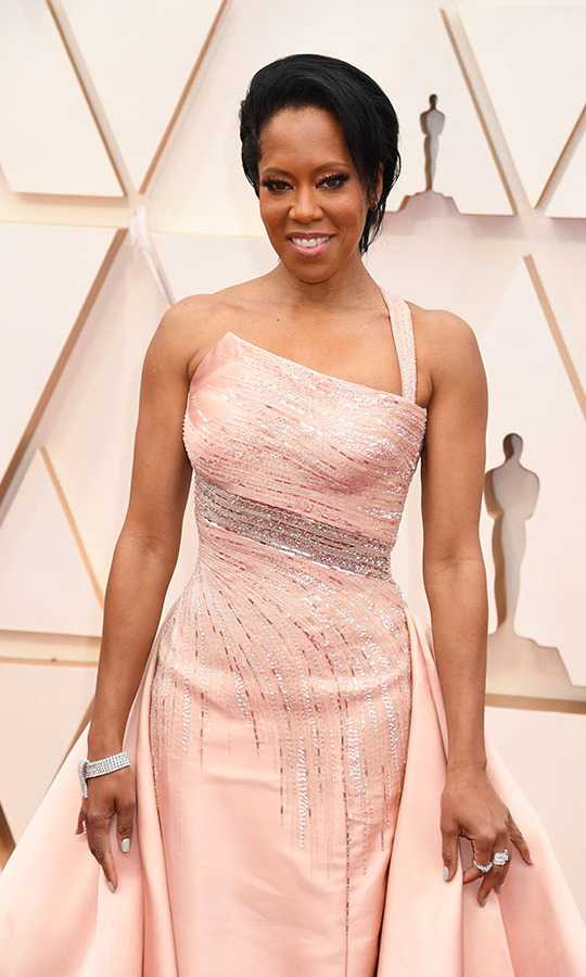 Wearing <a href=/tags/0/harry-winston><strong>Harry Winston</a></strong> jewels and a shimmering <a href=/tags/0/versace><strong>Versace</strong></a> gown, <a href=/tags/0/regina-king><strong>Regina King</strong></a> was the definition of elegant. <p>Photo: &copy; Jeff Kravitz/FilmMagic