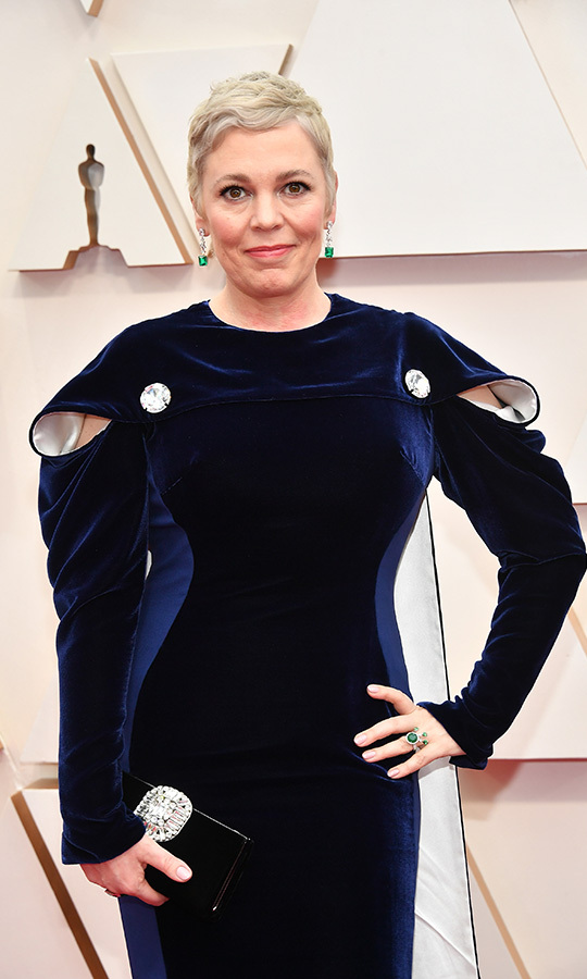 <a href=/tags/0/the-crown><strong><em>The Crown</em></strong></a>'s <a href=/tags/0/olivia-colman><strong>Olivia Colman</strong></a> accented her navy blue <a href=/tags/0/stella-mccartney><strong>Stella McCartney</strong></a> gown with green jewels. <p>Photo: &copy; Amy Sussman/Getty Images