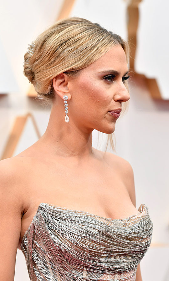 <em>Marriage Story</em> actress <a href=/tags/0/scarlett-johansson><strong>Scarlett Johansson</strong></a>'s <a href=/tags/0/forevermark><strong>Forevermark</strong></a> jewels enhanced the detail on her <a href=/tags/0/oscar-de-la-renta><strong>Oscar de la Renta</strong></a> fishnet dress. <p>Photo: &copy; Amy Sussman/Getty Images