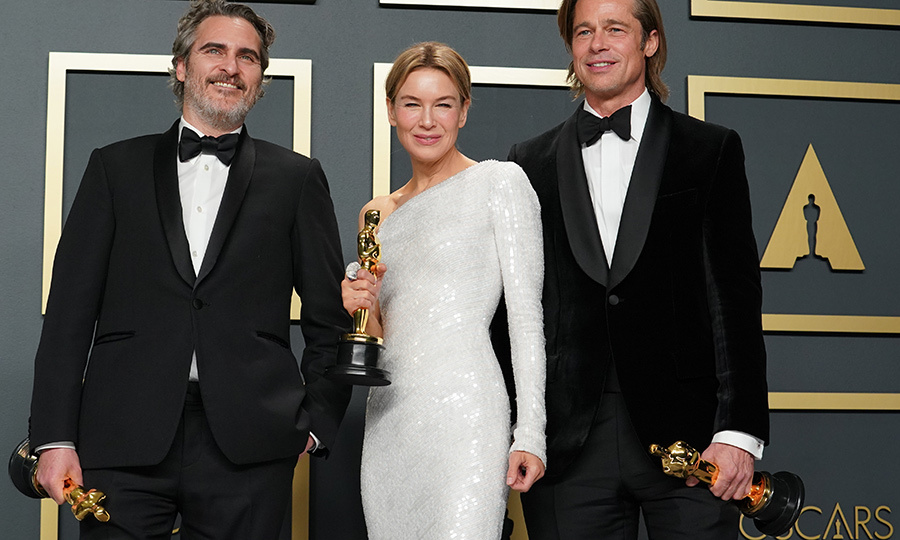 Brad also got some quality time in with his fellow winners, <strong><a href=/tags/0/joaquin-phoenix>Joaquin Phoenix</a></strong> and <strong>Renee Zellweger</strong>.