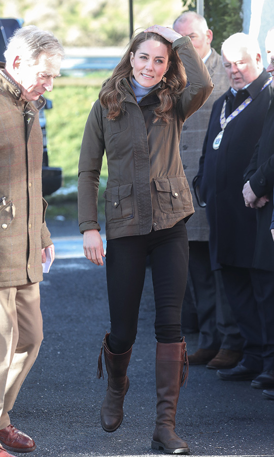 Kate looked ready for the farm as she arrived, wearing her beloved <strong>Penelope Chilvers</strong> boots, <strong>Troy of London</strong> khaki jacket and black skinny jeans.<p>Chris Jackson/Getty Images