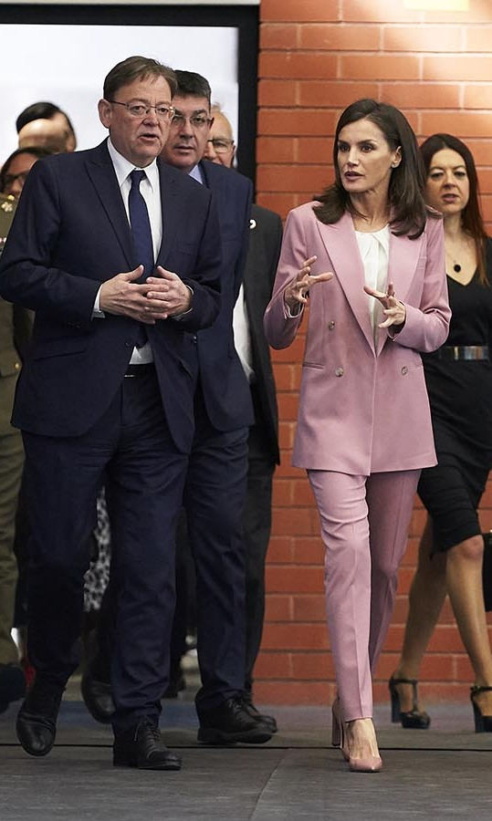 Pretty in pink! On Feb. 12, <a href=/tags/0/queen-letizia><strong>Queen Letizia</strong></a> of Spain wore a cotton candy pink <a href=/tags/0/hugo-boss><strong>Boss</strong></a> suit with cream <a href=/tags/0/carolina-herrera><strong>Carolina Herrera</strong></a> blouse to attend The Scientific Research Winner Announcement On 'Princesa de Girona 2020' Foundation Awards in Valencia. <p>Photo: &copy; fotopress/Getty Images