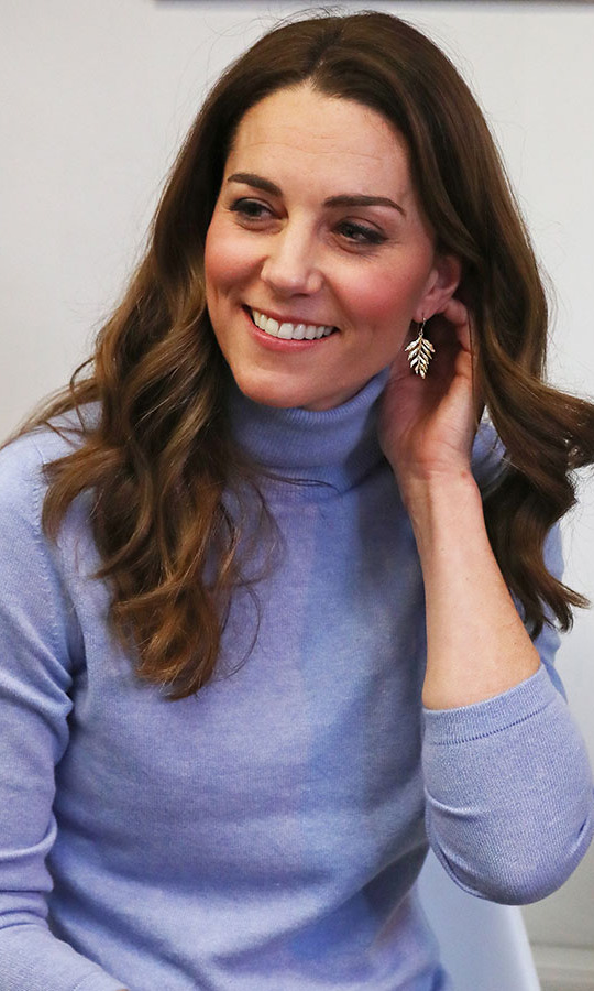 Once inside, the duchess removed her jacket to showcase the pretty colour of her top. <p>Photo: © ANDREW MILLIGAN/POOL/AFP via Getty Images