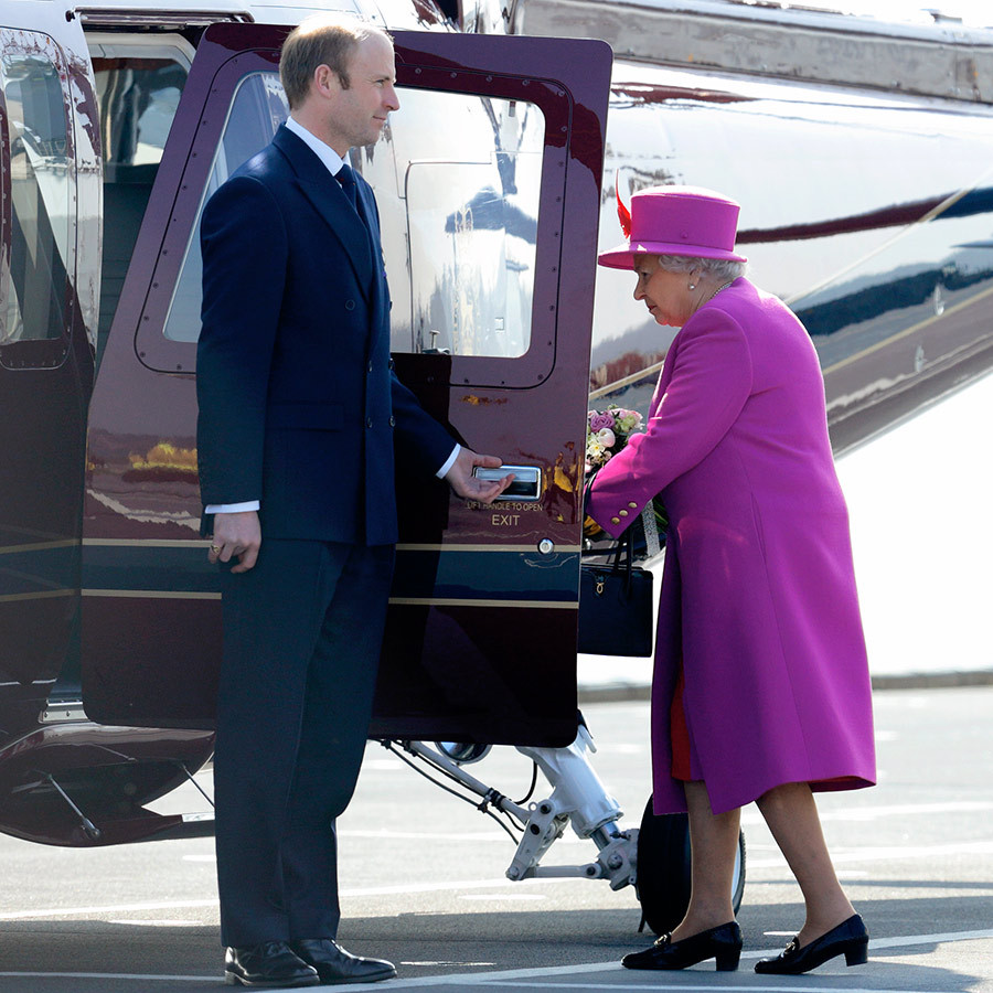 The Queen boards a helicopter after visiting the HMS Ocean at HM Naval Base Davenport in 2015. Photo: © Max Mumby/Indigo/Getty Images
