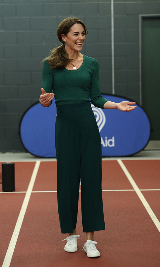 "<strong><a href=""https://ca.hellomagazine.com/tags/0/kate-middleton"">Duchess Kate</a></strong> was gorgeous in green at a SportsAid event at the London Stadium on Feb. 26. Her chic and casual outfit featured <a href=""https://ca.hellomagazine.com/tags/0/zara""><strong>Zara</strong></a> culottes and a fitted knit top. She accessorized with vegan <a href=""https://ca.hellomagazine.com/tags/0/marks-and-spencer""><strong>Marks & Spencer</strong></a> sneakers, a golden pendant necklace and her go-to <a href=""https://www.monicavinader.com/us/siren-wire-earrings/gold-vermeil-siren-wire-earrings-green-onyx?search=siren%20wire%20earrings"">Siren Wire Earrings in green onyx</a> by <a href=""https://ca.hellomagazine.com/tags/0/monica-vinader""><strong>Monica Vinader</strong></a>.<p>Photo: © YUI MOK/POOL/AFP via Getty Images"