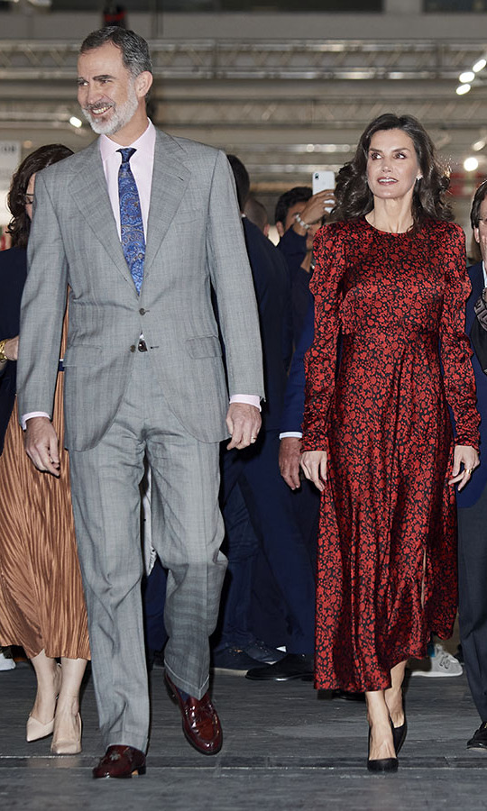 <a href=/tags/0/king-felipe><strong>King Felipe VI</a></strong> and <a href=/tags/0/queen-letizia><strong>Queen Letizia</strong></a> turned heads at the ARCO Fair 2020 at Ifema in Madrid on Feb. 27. She wore a head-turning red and black floral <strong>Maje</strong> dress and her hair in a wavy style. <p>Photo: &copy; Carlos Alvarez/Getty Images