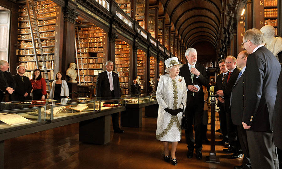 The Queen took in the splendour of The Long Room of the Old Library at Trinity College Dublin on May 17, 2011. <p>Photo: &copy; John Stillwell - Pool/Getty Images