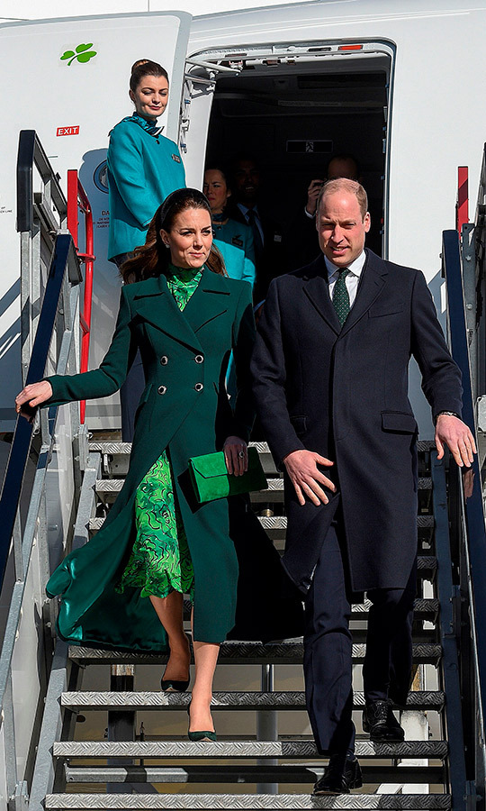 Kate looked gorgeous as the couple got off the plane, which was a commercial Aer Lingus flight. 