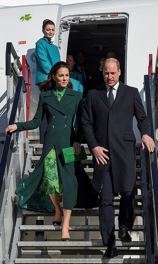 "What an entrance! On March 3, the <a href=/tags/0/prince-william-and-kate><strong>Duke and Duchess of Cambridge</strong></a> arrived at Dublin International Airport. <a href=/tags/0/kate-middleton><strong>Duchess Kate</strong></a> wowed in head-to-toe green. Her lucky look featured a <a href=""https://ca.hellomagazine.com/tags/0/catherine-walker""><strong>Catherine Walker</strong></a> coat with an emerald green printed dress by <a href=""https://ca.hellomagazine.com/tags/0/alessandra-rich""><strong>Alessandra Rich</strong></a> underneath. The mom of three accessorized with a suede emerald green <strong><a href=""https://ca.hellomagazine.com/tags/0/lk-bennett"">L.K. Bennett</a></strong> clutch, deep forest green pumps from <a href=/tags/0/gianvito-rossi><strong>Gianvito Rossi</strong></a>, a stylish <a href=/tags/0/lele-sadoughi><strong>Lele Sadoughi</strong></a> padded headband and new <a href=/tags/0/asprey><strong>Asprey</strong></a> diamond daisy earrings.