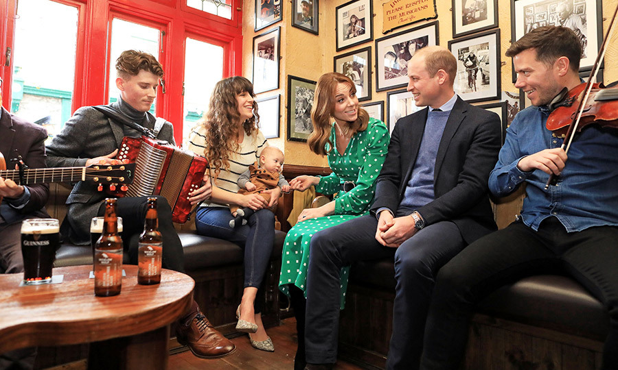 While at the pub, they met with Irish musicians and got to hear some traditional tunes while having a chat!
