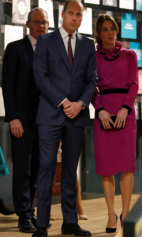 "Duchess Kate was a beauty in a vintage <a href=""https://ca.hellomagazine.com/tags/0/oscar-de-la-renta""><strong>Oscar de la Renta</strong></a> fuchsia spotted dress at a reception held by Irish Tanaiste (Deputy Prime Minister) <strong>Simon Coveney</strong> in Dublin. She accessorized with a black clutch and black heels both from <a href=/tags/0/jimmy-choo><strong>Jimmy Choo</strong></a>, plus, <a href=/tags/0/accessorize><strong>Accessorize</strong></a> earrings.