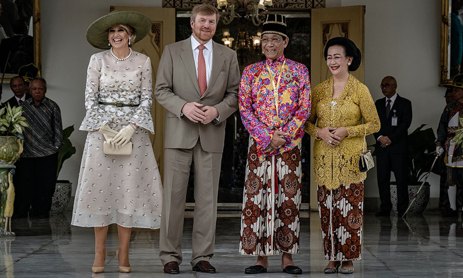Also on their royal tour of Indonesia, <a href=/tags/0/queen-maxima><strong>Queen Máxima</strong></a> and <a href=/tags/0/king-willem-alexander><strong>King Willem-Alexander</strong></a> met with <strong>Sri Sultan Hamengkubuwono X</strong> and his wife <strong>Gusti Kanjeng Ratu Hemas</strong> during a visit to Kraton Yogyakarta Palace in Yogyakarta on March 10. She was a vision in an ivory dress with flared sleeves and skirt hem. The frock featured plenty of embellishment. She topped the ensemble with a dramatic olive hat and cream gloves and clutch.
