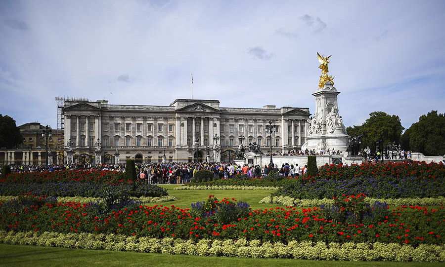 Take a virtual tour of Buckingham Palace, Windsor Castle and more while in self-isolation - HELLO! Canada