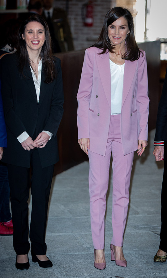 <a href=/tags/0/queen-letizia><strong>Queen Letizia</strong></a>'s pretty pink suit and coordinating pumps had a cheerful finish when she attended a meeting with the APRAMP (Prostitution Women Association) on March 6 in Madrid. 