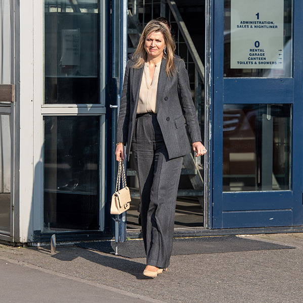 On April 8, <a href=/tags/0/queen-maxima><strong>Queen Máxima</strong></a> visited transport company Pieter Smit in Nieuw Vennep to see its <a href=/tags/0/coronavirus><strong>coronavirus</strong></a> work. She wore a sophisticated deep grey suit with cream blouse, heels and quilted <a href=/tags/0/chanel><strong>Chanel</strong></a> handbag for the royal engagement.