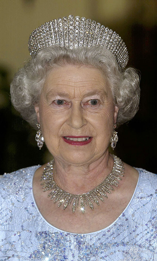 In Jamaica in 2002, royals fans were treated to another rare appearance of Queen Mary's Diamond Fringe Tiara when Queen Elizabeth II attended a state dinner at the Governor General's Residence, King's House, where she was also staying.