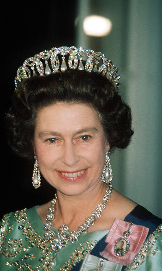 What a breathtaking look! The Queen dazzled in the Grand Duchess Vladimir Tiara, sometimes called the Russian Tiara or simply the Vladimir Tiara, at a state banquet in the United States in 1976.