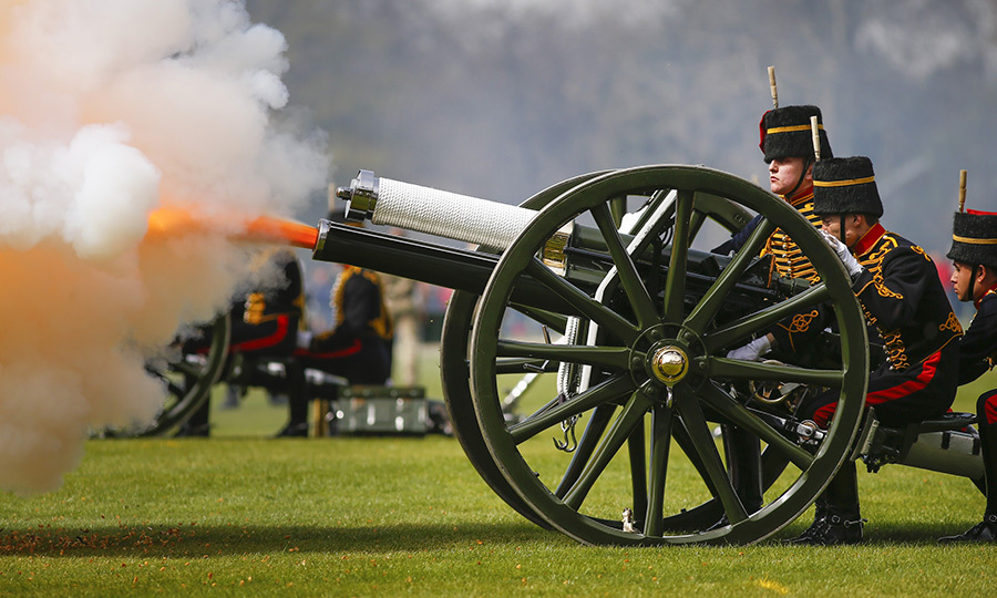 The King's Troop Royal Artillery marks the Queen's 90th birthday with a 41-gun salute in Hyde Park, London in 2016. Photo: © Tolga Akmen/Anadolu Agency/Getty Images