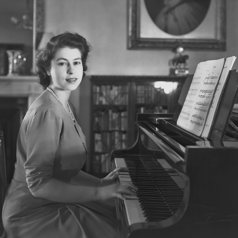 <h2>Queen Elizabeth II, 1946</h2>