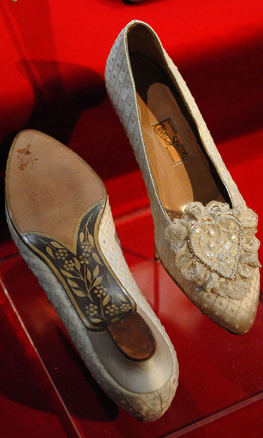 Beneath her full skirt, Diana wore a decorative pair of wedding slippers designed by shoemakers <strong>Clive Shilton</strong> and <strong>Julie Smith</strong> of <strong>Clive Shilton</strong>.