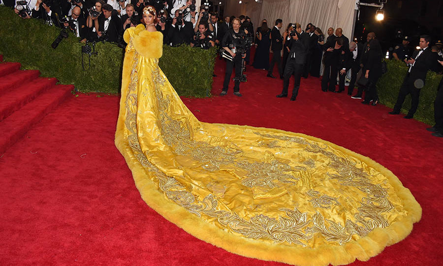 <h2>Rihanna, 2015</h2>