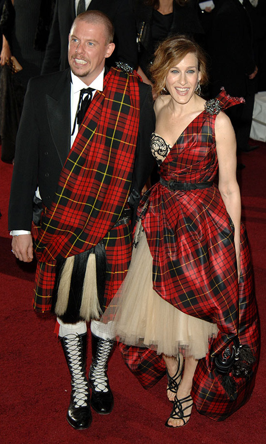 "<h2>Sarah Jessica Parker and Alexander ""Lee"" McQueen, 2006</h2>