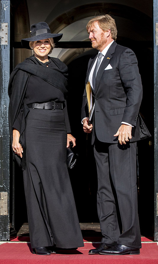 On May 4, <a href=/tags/0/queen-maxima><strong>Queen Máxima</strong></a> and <a href=/tags/0/king-willem-alexander><strong>King Willem-Alexander</strong></a> paid tribute to those who have fallen in all-black outfits for the National Remembrance Day ceremony at an empty Dam Square in Amsterdam. 
