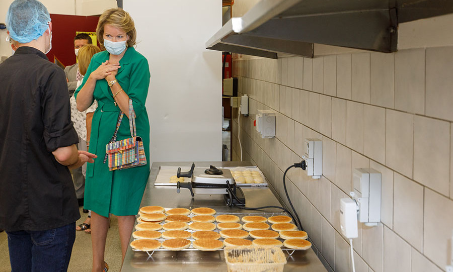 On June 12, Queen Mathilde visited the bakery and bike repair classes at the ITCF Val-Itma (Technical Institute of the French Community) in Tournai, Belgium. She heard from students and teachers and found out about the measures they are putting in place in light of COVID-19.