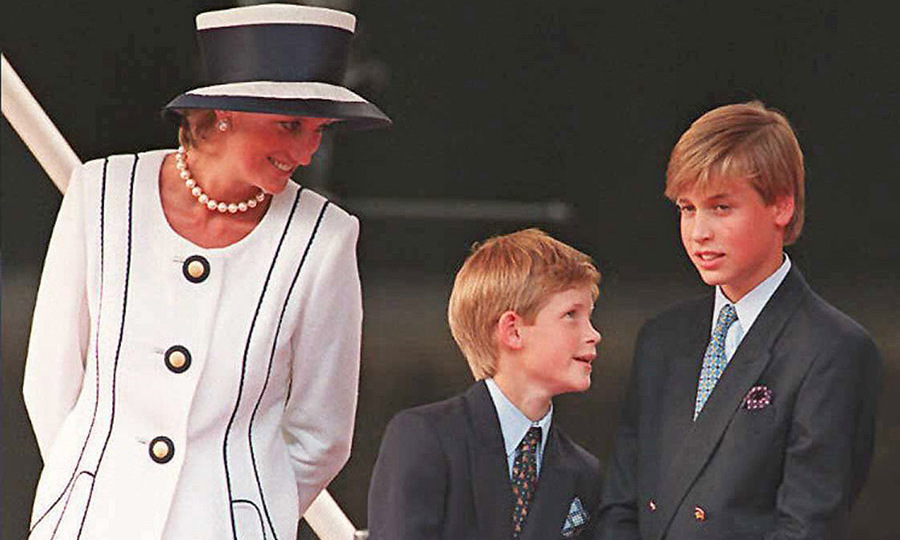 Diana, Princess of Wales with her young sons at the commemorations of VJ Day on Aug. 19, 1995 in London. Photo: © JOHNNY EGGITT/AFP via Getty Images