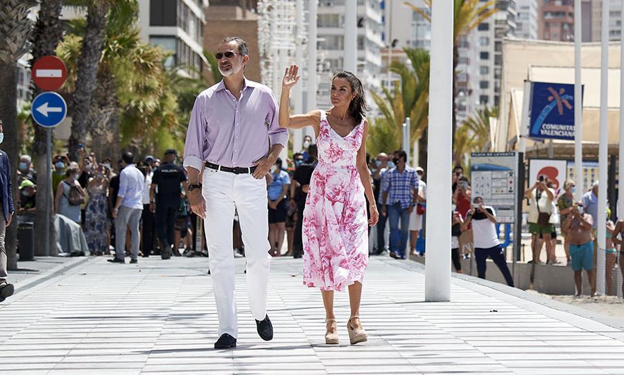 Letizia and Felipe waved to the crowds as they took a walk through the seafront of Playa de Levante in Benidorm.