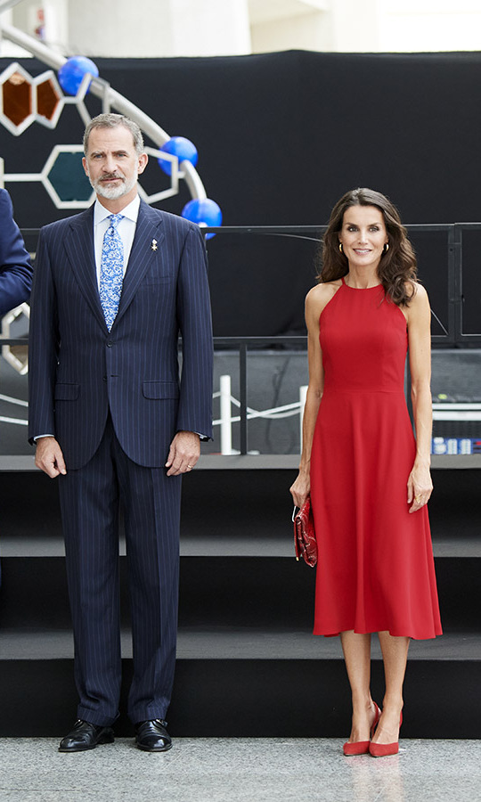 Beauty in red! <a href=/tags/0/queen-letizia><strong>Queen Letizia</strong></a> and <a href=/tags/0/king-felipe><strong>King Felipe</strong></a> presided over the Innovation and Design National Awards at Ciudad de las Artes y las Ciencias (The City of Arts and Sciences) on July 3 in Valencia. She was beautiful in the halterneck dress, which she paired with a matching bag and heels, plus, golden hoops.