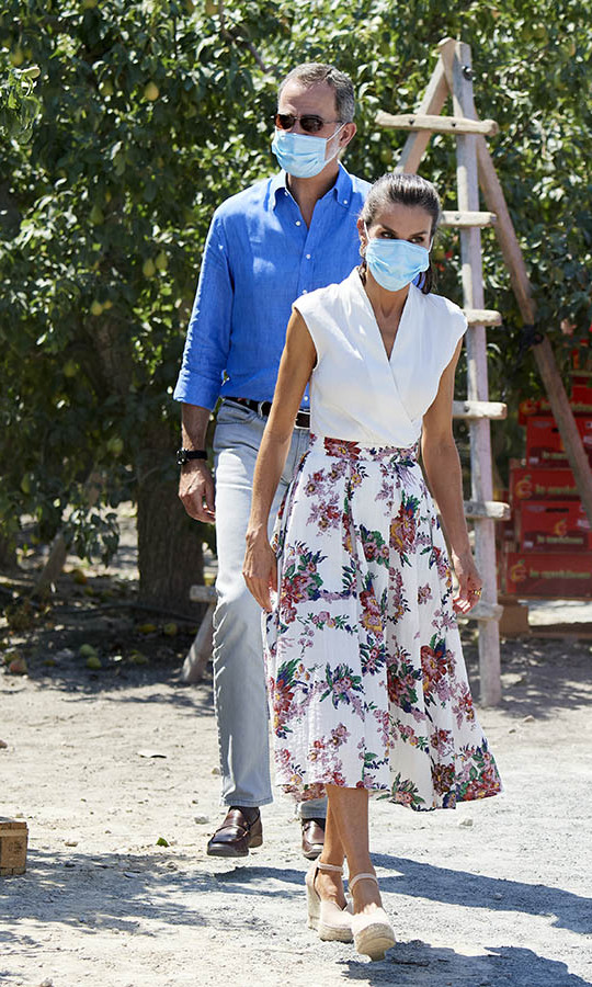 On July 7, <a href=/tags/0/queen-letizia><strong>Queen Letizia</strong></a> and <a href=/tags/0/king-felipe><strong>King Felipe</strong></a> continued their royal tour of Spain with a visit to La Carrichosa fruit and vegetables cooperative in Cieza.