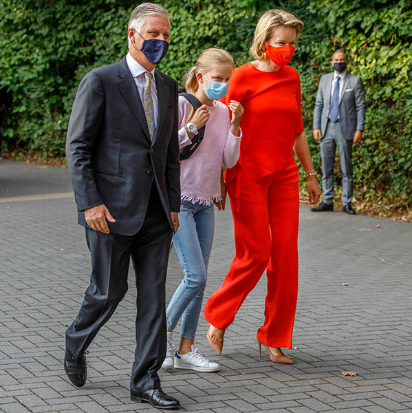 <a href=/tags/0/King-Philippe><strong>King Philippe</strong></a> and <a href=/tags/0/queen-mathilde><strong>Queen Mathilde</strong></a> stepped out with daughter <a href=/tags/0/Princess-Eleonore><strong>Princess Eléonore</strong></a> for her first day of school at Sacred Heart College in Tervuren. The <a href=/tags/0/belgian-royals><strong>Belgian royals</strong></a> all wore protective face masks. 