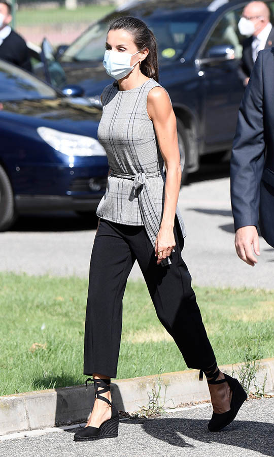 On Sept. 14, <a href=/tags/0/queen-letizia><strong>Queen Letizia</strong></a> joined students at the EGA school in Navarra for the start of the new academic term. The <a href=/tags/0/spanish-royals><strong>Spanish royal</strong></a> was elegant in a sleeveless plaid top from <a href=/tags/0/zara><strong>Zara</strong></a> paired with black cropped pants and black espadrilles. She also sported a face mask.