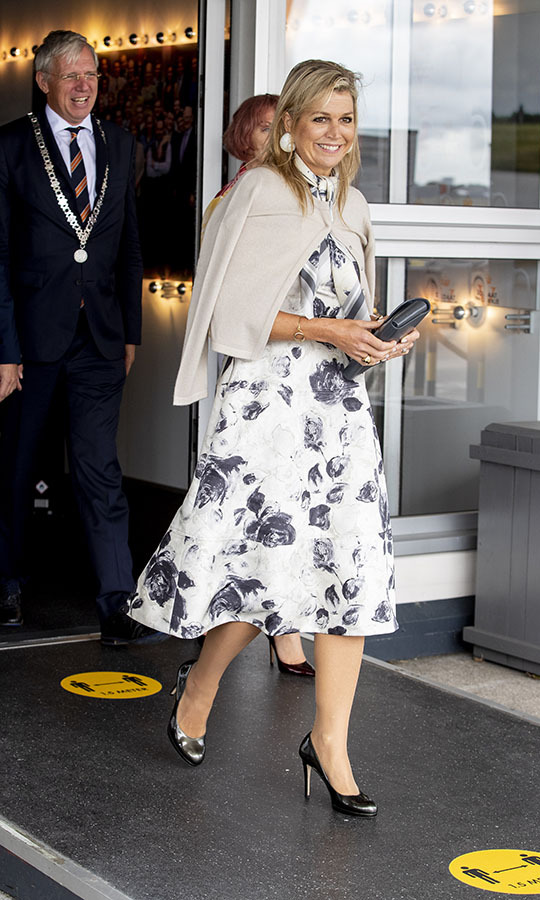 On Sept. 9, Queen Máxima layered up for a Music Table Day concert from Méér Muziek in de Klas (More Music in the Classroom) Foundation in Katwijk. The 49-year-old wore a <strong>Natan</strong> white dress with dark floral print and a beige cardigan over her shoulders. Her black bag and heels brought out the pattern on her frock. The Dutch royal's oversized seashell earrings didn't go unnoticed.