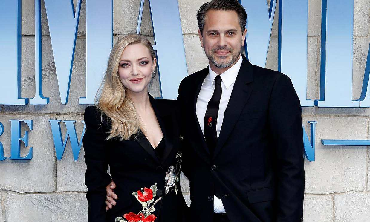 <h2>Amanda Seyfried and Thomas Sadoski</h2>
