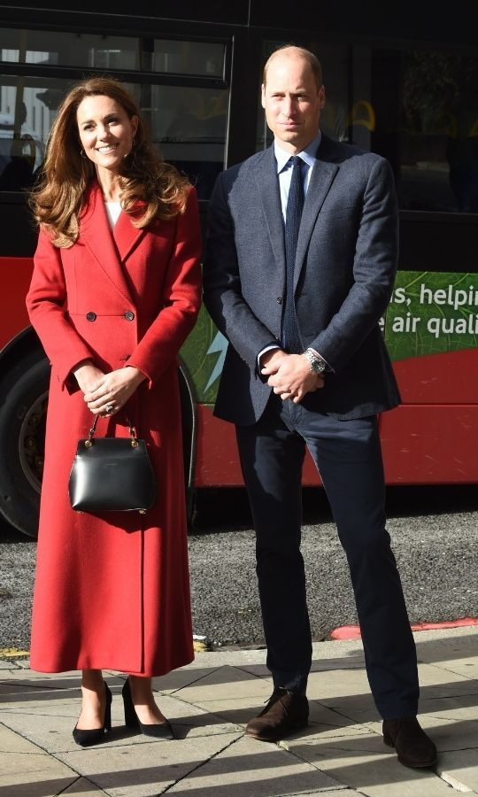 The duchess looked gorgeous as ever in a red military coat by <strong><A href=/tags/0/alexander-mcqueen>Alexander McQueen</a></strong>.She also carried a new <Strong>Grace Han</strong> handbag.