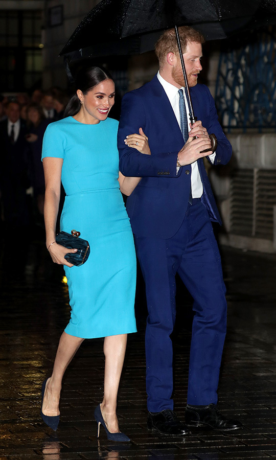 "Duchess Meghan brightened up the night when she and Prince Harry attended the 2020 Endeavour Fund Awards in London on March 5. She wore a cheerful turquoise dress by <strong><a href=""https://ca.hellomagazine.com/tags/0/victoria-beckham"">Victoria Beckham</a></strong> paired with a navy marbleized <a href=/tags/0/stella-mccartney><strong>Stella McCartney</strong></a> clutch and heels by <a href=""https://ca.hellomagazine.com/tags/0/manolo-blahnik""><strong>Manolo Blahnik</strong></a>.<p>Photo: © Chris Jackson/Getty Images"