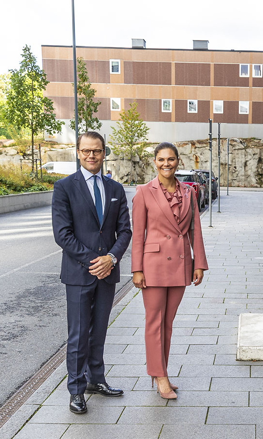 <a href=/tags/0/crown-princess-victoria><strong>Crown Princess Victoria</strong></a> and <a href=/tags/0/prince-daniel><strong>Prince Daniel</strong></a> stepped out to the ECMO Center at Karolinksa University Hospital on Sept. 30 in Stockholm in tailored suits.