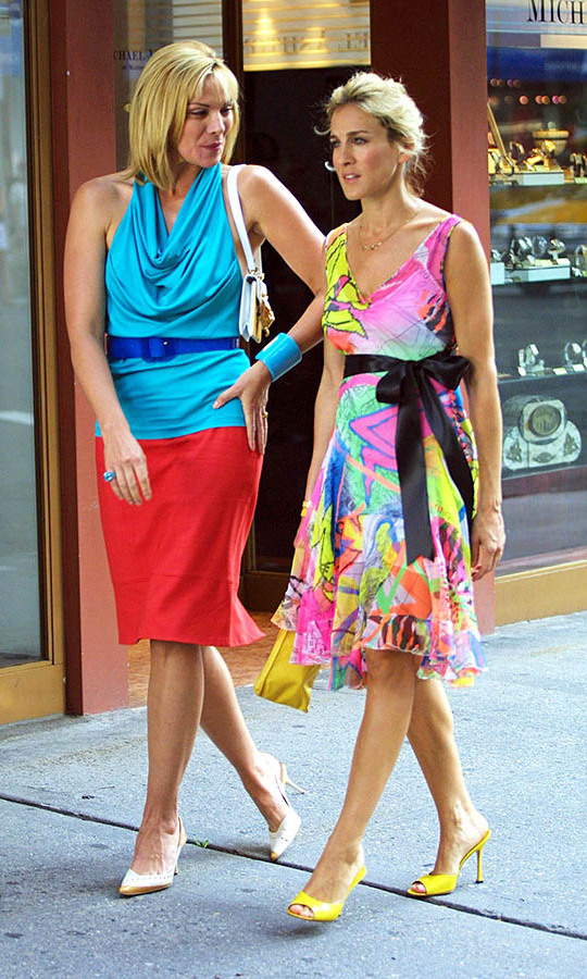 Kim and Sarah enlivened Madison Avenue with their colourful ensembles on set in 2001.