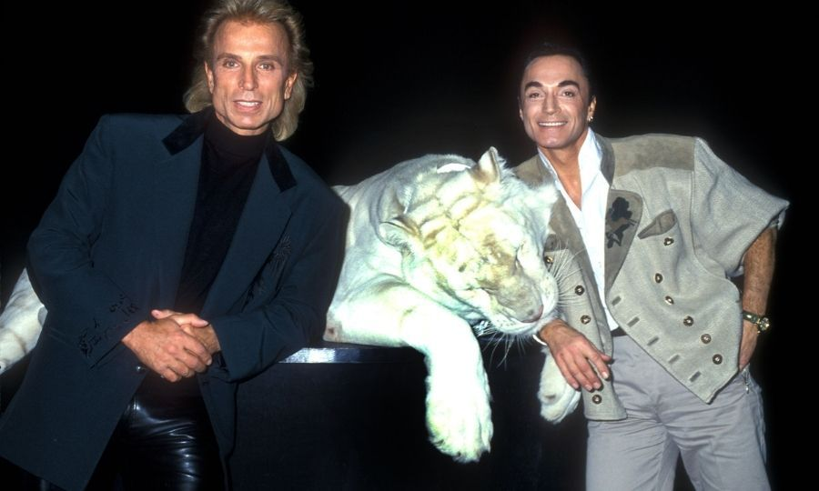 Siegfried Fischbacher and Roy Horn pose during a photo shoot in 1993. Photo: © Barry King/WireImage