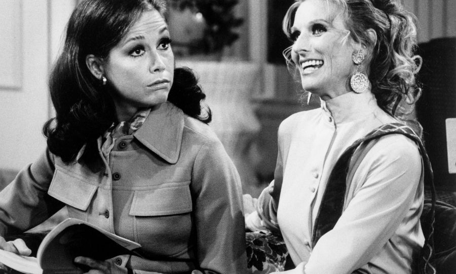 Cloris (right) with Mary Tyler Moore on <I>The Mary Tyler Moore</I> show in 1971. Photo: &copy; Bettmann/Getty Images